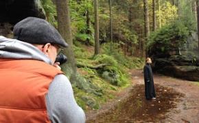 Apie Kelionę su Kunigu ir Fotografu