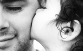 Tėvystės evoliucija: su aktyvaus, dalyvaujančio vaiko gyvenime XXI amžiaus tėtės diena!