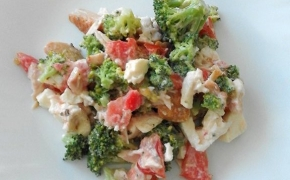 Brokolių mišrainė su rūkyta vištiena