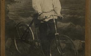 (1044) Istorijos trupiniai, 1905: geriausias draugas ir baisiausi priešai