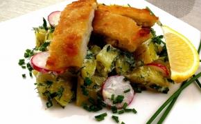 Bulvių salotos su traškiais žuvies gabalėliais