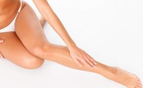 Kodėl tinsta kojos ir kaip sau padėti?