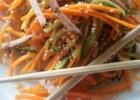 Morkų-agurkų salotos su kumpiu