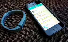 Fitbit Flex apyrankės apžvalga. Kaip jaustis, kai skaičiuoja tavo žingsnius?