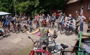 """""""Burning Man"""" Lietuvoje: 300 dviračių atplukdytų iš Nevados dykumos tapo meno objektais"""