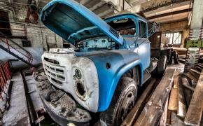 Čia buvo remontuojami automobiliai