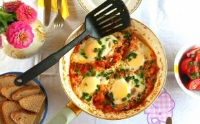 Rytietiška kiaušinienė su pomidorais – Shakshuka