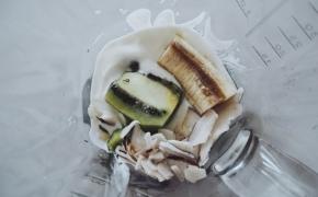 Kokosiniai blyneliai su bananais ir šilauogių jogurtu (+gluten free vegan versija)