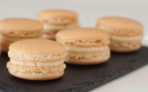 Macarons with vanilla buttercream