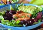 Burokėlių ir avokadų salotos su triušiena