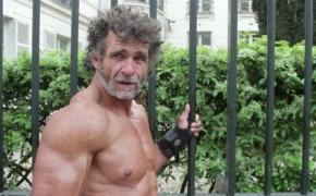 50-metis benamis savo kūnu stebina net kultūristus