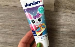 JORDAN vaikiška švelnaus aviečių skonio dantų pasta 0-5 metų vaikams
