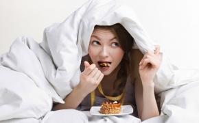 Valgymas lovoje: negarbinga ir pavojinga pramoga