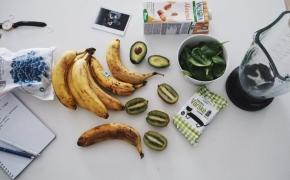 Šlapi ir glotnūs pusryčiai: 7 ingredientai šaldytuve ir TOP 5 sprendimai