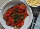 Kepti baklažanai su pomidorų padažu