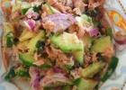 Avokado – tuno salotos