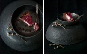 Juodojo šokolado brownie su ožkos sūrio ir aviečių kremu