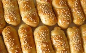 Mielinė tešla be kildinimo – pyragėliai su dešrelėmis