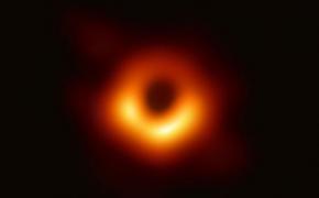 Astronaujiena. M87* nuotrauka