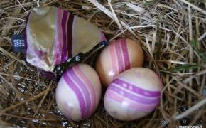 Kiaušinių marginimas šilko pagalba