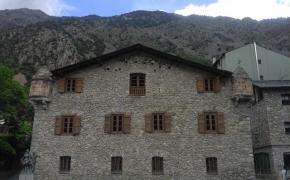Andora – besidauginančios merginos ir laikinos kambariokės