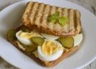 Sotus sumuštinis su speltų duona ir kalendrų majonezu