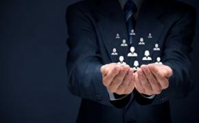 Kaip surasti ir įdarbinti vadovą?
