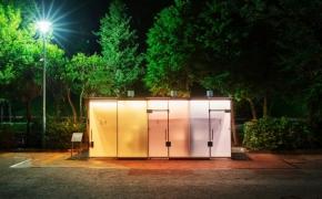 Tokijo parke pastatytas permatomas tualetas džiugina parko lankytojus
