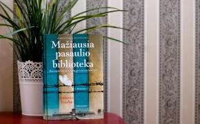 """Antonio Iturbe """"Mažiausia pasaulio biblioteka: iškalbinga Aušvico bibliotekininkės drąsos istorija"""""""