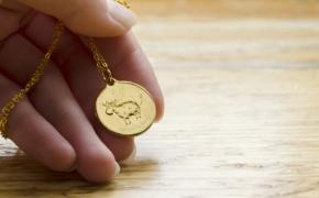 Sigutės Ach personažai atgijo Lietuvos monetų kalyklos medalionuose