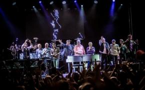 """Brian Wilson presents """"Pet Sounds"""" Golvėjuje: apie riebų kąsnį dangaus"""